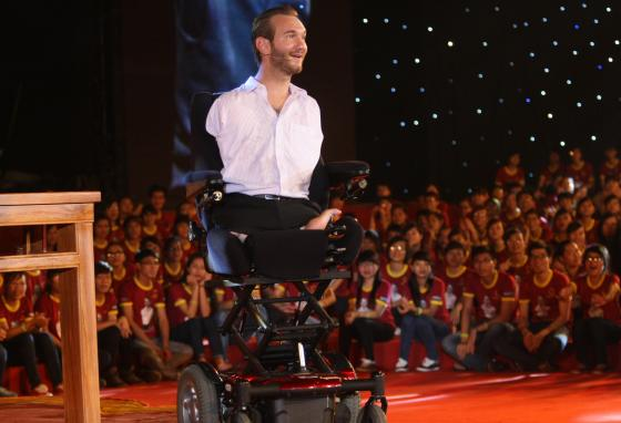 Nick Vujicic speaks to a crowd of about 25,000 students and young people in Hanoi, Vietnam. (AP/Na Son Nguyen)