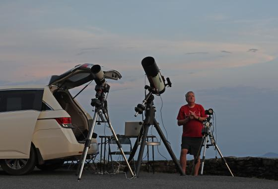 Johnny Horne prepares to photograph a comet in Linville, North Carolina. He is an amateur astronomer. (AP/Gerry Broome)