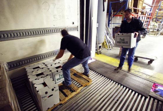 Kevin McNew, left, and Chris Davis load produce into a truck at the Appalachian Harvest facility in Duffield, Virginia. (AP/Wade Payne)
