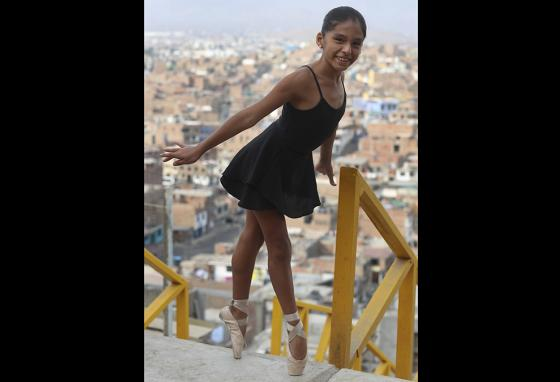 Claudia Chircca poses en pointe in Lima, Peru. (AP)