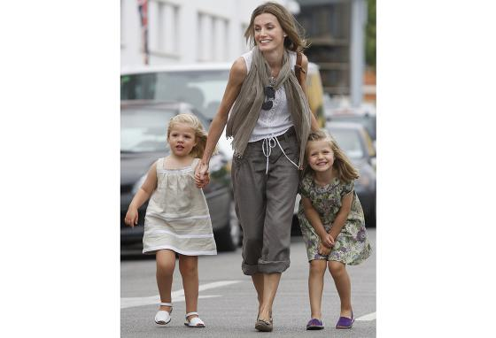 Princess Leonor (right) and her sister Princess Sofia with their mother in 2010 (AP)