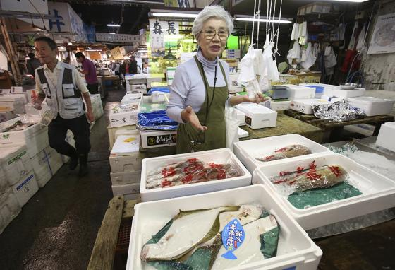 """At the old Tsukiji fish market, seller Tai Yamaguchi says, """"If the new place were better, I'll be happy to move."""" (AP)"""