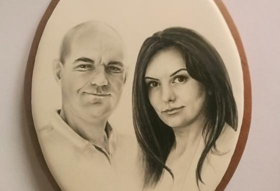People often buy Ms. PoÓr's cookies for special occasions such as birthdays and anniversaries. This cookie features a realistic portrait of a couple. (Mézesmanna)