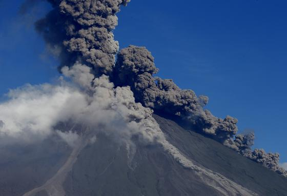 Mayon ejects the hot cloud of lava fragments, ash, and smoke that make composite volcanoes dangerous. (AP)