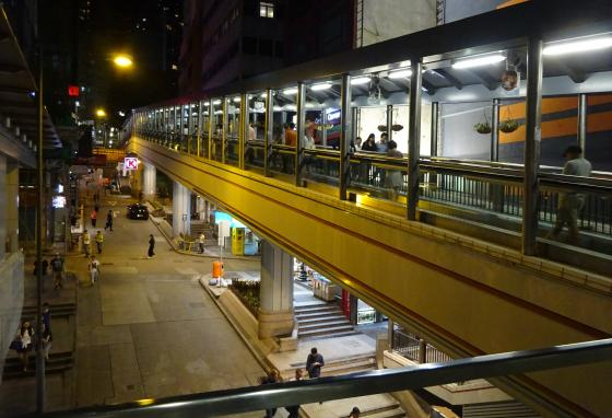 The Mid-Levels Escalator is both a mode of transportation and a tourist attraction. It is lined with restaurants and shops. (Hwoofuangmei/CC BY-SA 4.0)