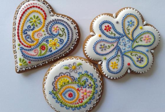 If you practice a lot, maybe someday you'll be able to decorate cookies like Ms. PoÓr! (Mézesmanna)