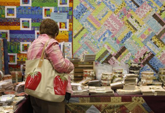 Quilters pick out colorful fabrics for their quilts. (AP/Carolyn Kaster)